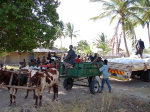 wpid2183-FOOD-DISTRIBUTION-DAY-IN-MOZ-VILLAGES.jpg